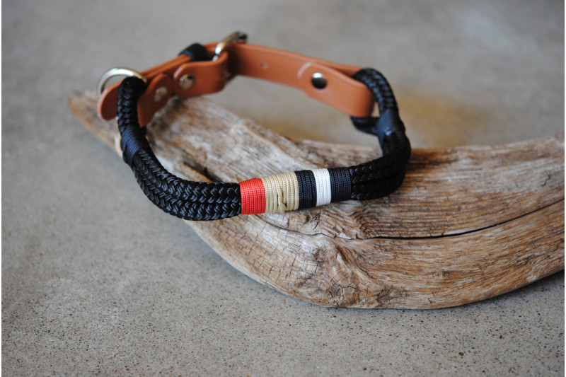 Adjustable collar Black/Tan Biothane
